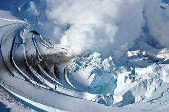 Mt. Redoubt erupting