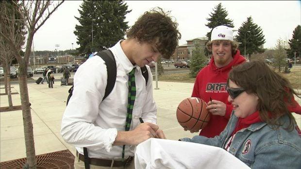 Matt Bouldin signs a fan's shirt after returning from the NCAA Tournament