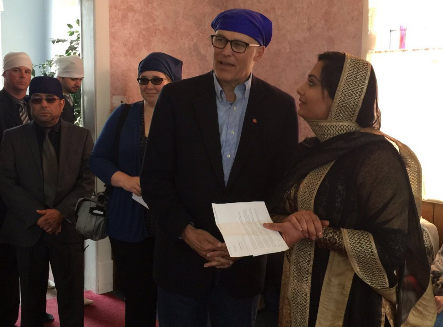 After speaking inside the Spokane Valley Sikh Temple, Governor Inslee drank tea with members.