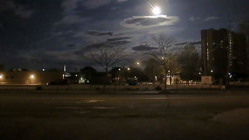 watch meteor captured on dashcam video lights up new england sk abc fox montana local news. Black Bedroom Furniture Sets. Home Design Ideas