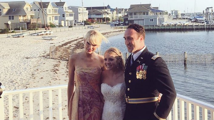 New Jersey newlyweds got an unexpected gift at their wedding reception: a performance by Taylor Swift. Photo: x_iceberg/Twitter