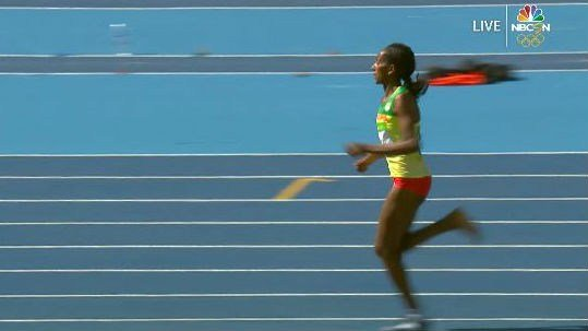 Etenesh Diro runs with one shoe. Photo: NBCOlympics.com