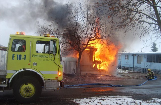 Family homeless after fire destroys mobile home - Family Homeless After Fire Destroys Mobile Home - Spokane, North