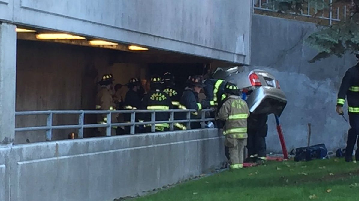 one person dead after crashing car into parking garage