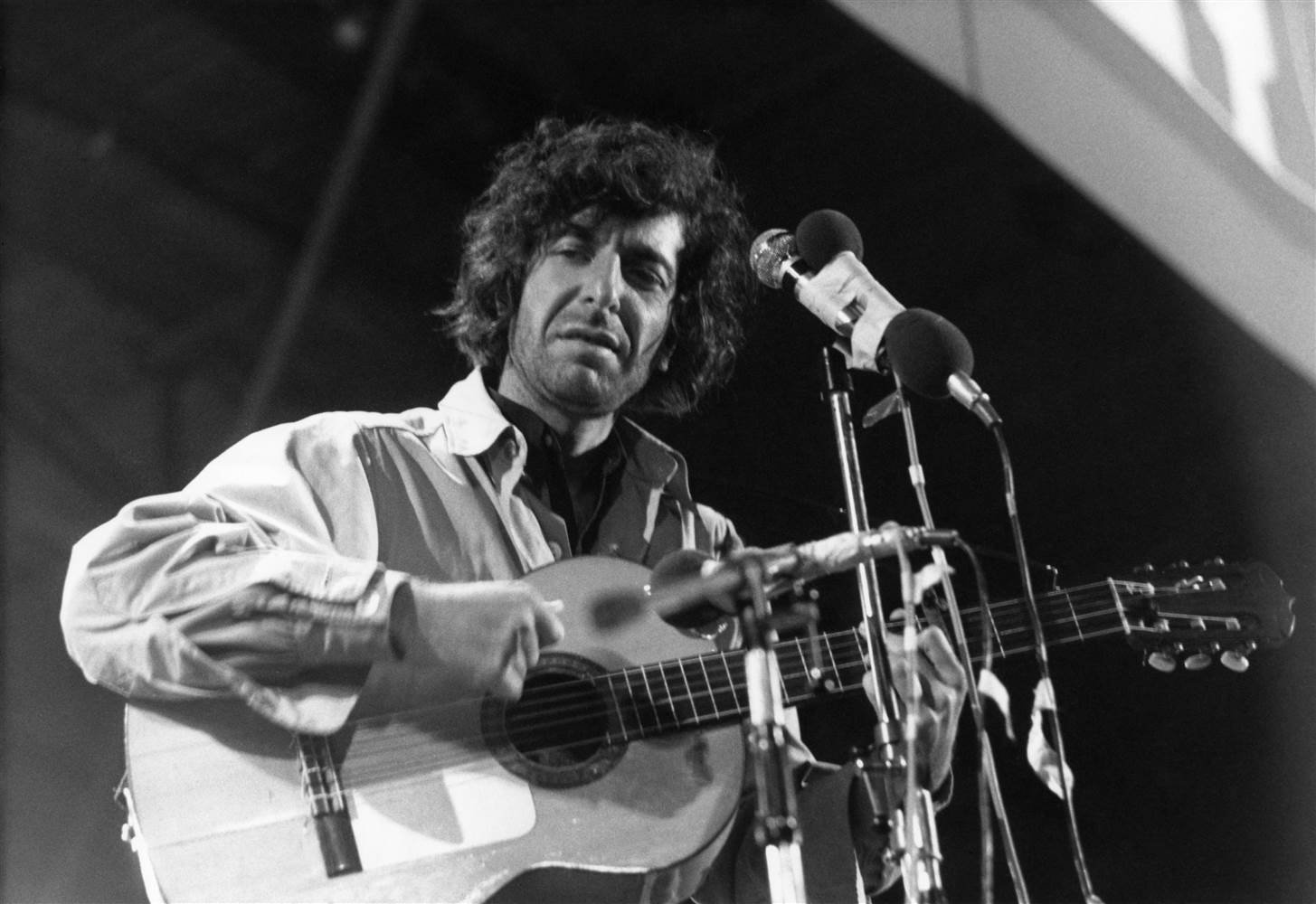Canadian singer Leonard Cohen performs on stage at the Isle of Wight Festival on Aug. 30, 1970. Tony Russell / Getty Images