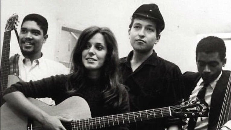 Bruce Langhorne, far left, with Carolyn Hester, Bob Dylan and Bill Lee in 1961. Photo: YouTube/billlanghornemusic