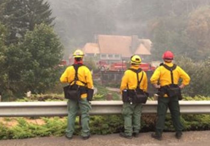 Firefighters save the historic Multnomah Falls lodge