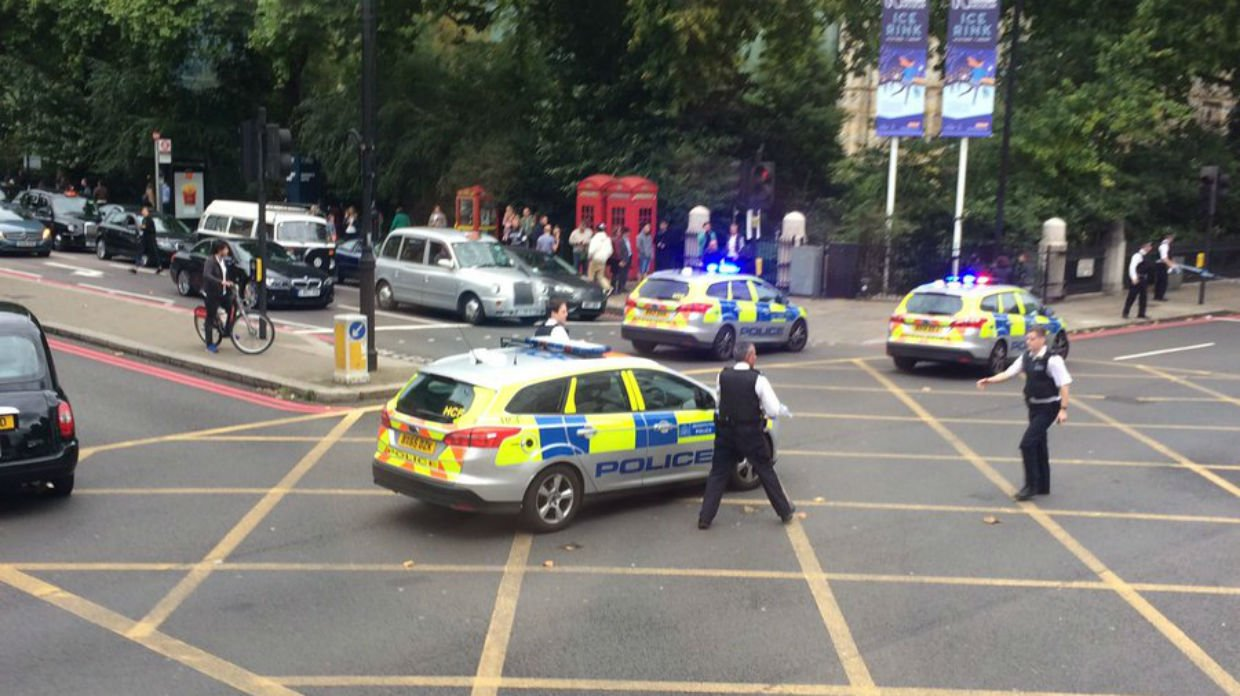 Car hits pedestrians outside London Museum of NH