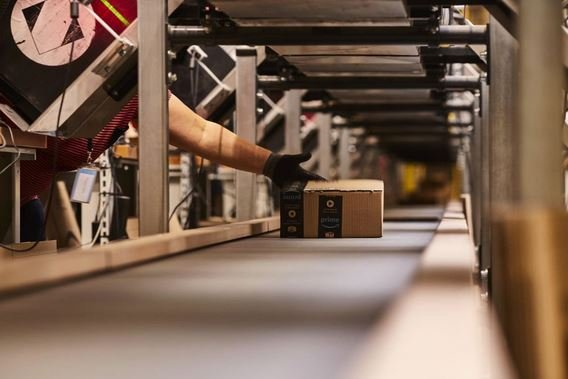 New electronic bracelets allow Amazon to track employees every move