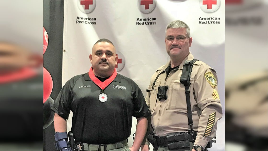 De La Rosa is pictured with his supervisor, Sergeant Colin Hyer