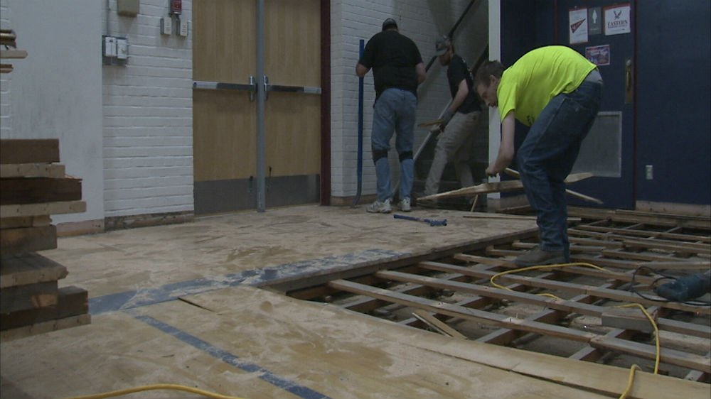 Lakes Middle School uses old gym floor for shop class ...