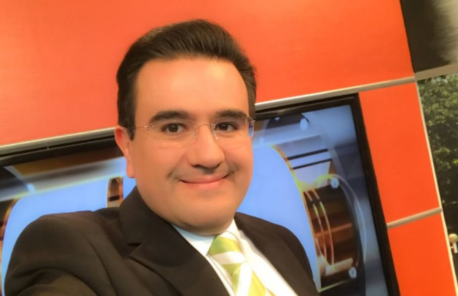 Mexican radio host Juan Carlos Huerta was shot to death by assailants travelling in a vehicle.