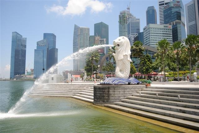 4. Singapore is ranked as the fourth hottest destination of 2013. The small island nation is home to one of the world's busiest ports and one of the most robust economies in the world. (Courtesy: laodong.com.vn)