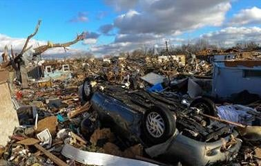 A destroyed neighborhood in Washington, Ill. (Ron Johnson / Journal Star via AP)