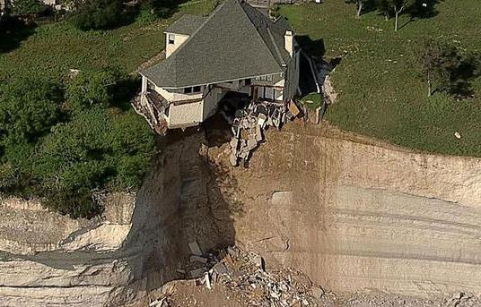 Photos crews burn 4 000 square foot house hanging over for Cliff hanging homes