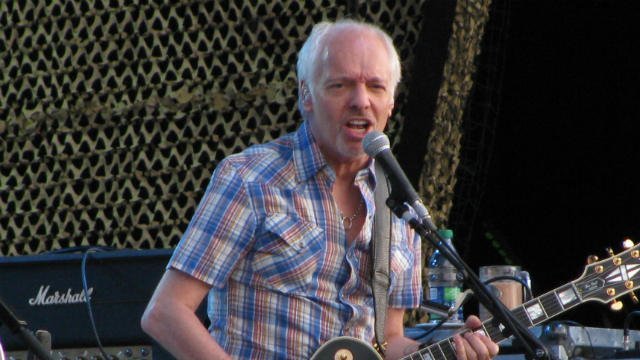 Peter Frampton doesn't like cell phones at concerts. Neither do I. (PHOTO: Wikipedia)