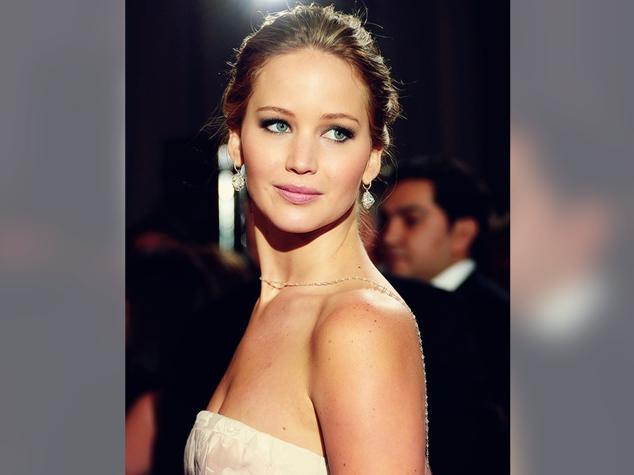 Jennifer Lawrence requests investigation after nude