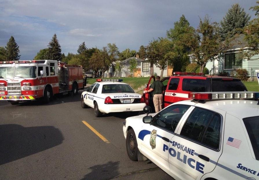 Police in standoff with man barricaded in n. Spokane home