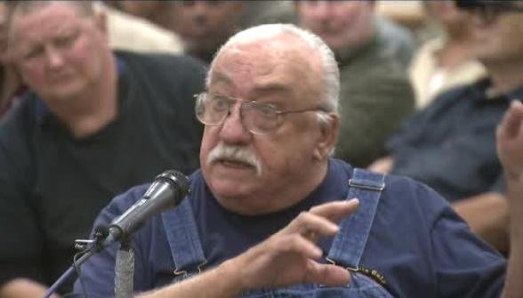 Heated debate in Colville as wolf management plan is discussed