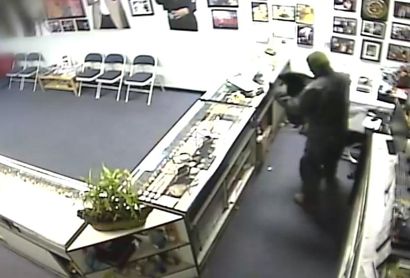 Thief drops from store ceiling steals 40 000 in jewels for Best jewelry stores in fresno ca
