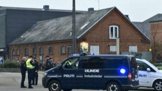 Danish police say they now believe there was only one shooter in the attack on a Copenhagen cafe.