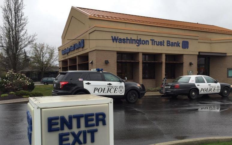 Spokane police at the scene of a bank robbery March 25, 2015