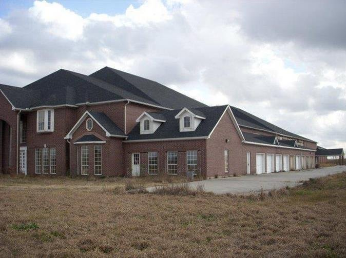 Hot clicks 46 bedroom texas mansion for sale for 8 bedroom house for sale in texas