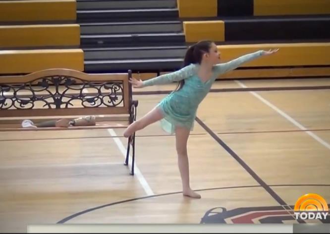 Alissa Sizemore dances with prosthetic leg in tear-jerking performance.