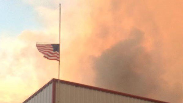 Flag over #Twisp fire dept flying at half staff for the 3 firefighters killed in the blaze that's closing in on town