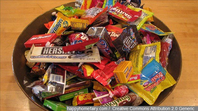 An Albuquerque, New Mexico, dentist is hoping to get ahead in the fight against post-Halloween cavities with cash.