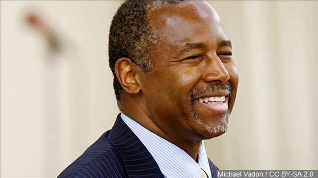 Republican presidential candidate Ben Carson says giving statehood to Puerto Rico would strengthen the United States.