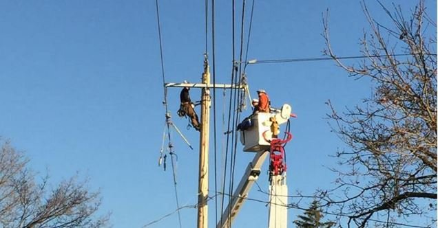 Crews work to restore power in Spokane (PHOTO; Facebook/Avista)