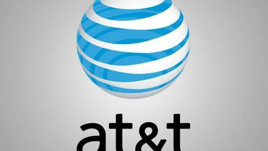 An investigation by the U.S. federal telecom regulator says about 12,600 callers couldn't reach 911 directly from their cellphones during a five-hour AT&T outage on March 8.