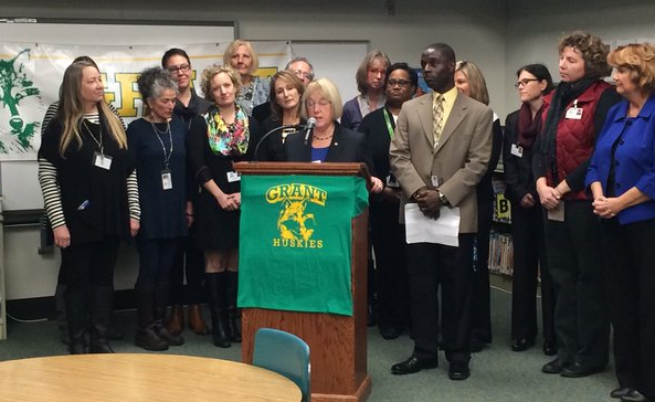 Sen. Murray joined the school's principal and parents to discuss how the Every Student Succeeds Act will affect Washington students and schools.