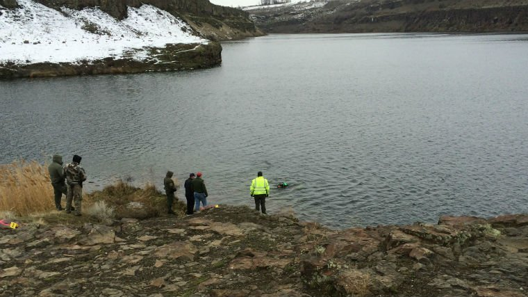 Dive teams search for a sunken car in Grant County