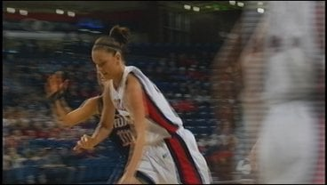 Kayla Standish takes the ball to the rack off an inbounds pass (Photo: KHQ)
