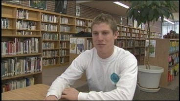 Aaron Roberts (WR) signed a letter of intent to play football for the Montana Grizzlies