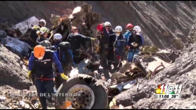 Workers dig through rubble in the French Alps